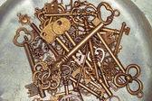 Golden keys on iron plate — Stock Photo