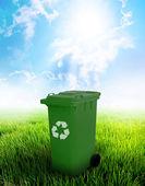 Green Recycle Bin — Stock Photo