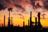 炼油厂在日出. — Stock fotografie