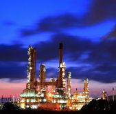Rafinerii ropy naftowej na wschód. — Zdjęcie stockowe