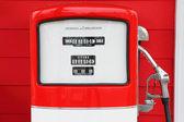 Une pompe à carburant essence antique vintage — Photo