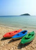Kleurrijke boten op het strand — Stockfoto