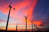 Silhouettes de turbine de vent — Photo