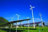 Generador de turbina de viento y paneles de energía solar — Foto de Stock