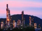 Olieraffinaderij bij zonsopgang — Stockfoto