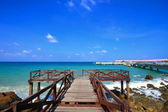 Jetty to the tropical beach on island — Stock Photo