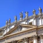Statues on Saint Peters Basilica. Roma (Rome), Italy — Stock Photo #17833975