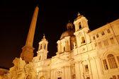 Wgląd nocy santa agnese w agone na placu piazza navona. Roma (Rzym), Włochy — Zdjęcie stockowe