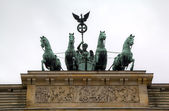Brandenburg Gate at Pariser Platz. Berlin, Germany — Stock Photo