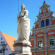 Statue near House of the Blackheads. Riga, Latvia — Stock Photo