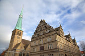 Church of St. Nikolas and Hochzeitshaus (Wedding House). Hameln, Germany — Stock Photo