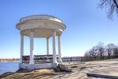 Rotunda on quay of Volga river. Yaroslavl, Russia — Stock Photo