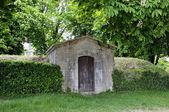 Tomb near Basilique  of St. Mary Magdalene in Vezelay Abbey. Burgundy, France — Stock Photo