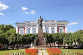 Monument to Lenin at the building of Head department of Bank of Russia across the Vladimir region. Vladimir, Golden Ring Russia. — Stock Photo