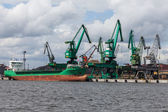 Loading of coal on ship in port of Gdynia — Stock Photo