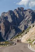 Vinutí, horská silnice - dolomity, itálie. — Stock fotografie
