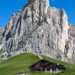 Chalet at the foot of a high mountain — Stock Photo