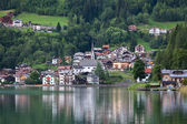 The town on the shore of a mountain lake — Stock Photo