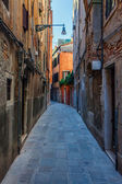 The narrow passage - Venice, Italy — Stock Photo