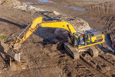 Crawler excavator at work — Stock Photo