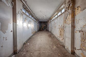Dirty, old and forgotten corridor — Stock Photo