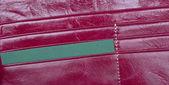 赤い革の財布を開く — ストック写真