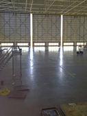 Cancelli di hangar — Foto Stock
