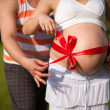 Pregnant woman with her loving husband behind — Foto Stock
