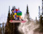 Snowboardåkare hoppning — Stockfoto