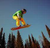 Snowboarder jumping — Fotografia Stock