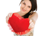 Love and valentines day woman holding heart — Stockfoto