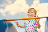 Klein meisje lachen — Stockfoto