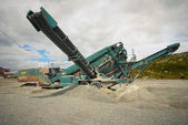 Maschinen arbeiten im steinbruch — Stockfoto