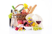 Wine tasting and summer picnic concept — Stock Photo
