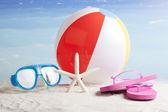 Plaj aksesuarları. yaz tatillerini kavramı — Stok fotoğraf