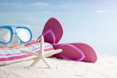 Acessórios de snorkel máscara e praia — Fotografia Stock