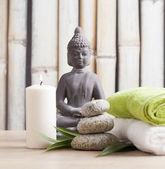 Buda figürü ile sağlıklı yaşam ve spa konsept — Stok fotoğraf