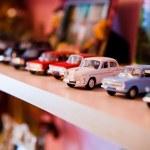 küçük araba oyuncak — Stok fotoğraf #20179919