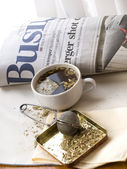 Fresh news and morning tea — Stock Photo
