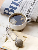 Fresh yerba mate and morning news — Stock Photo