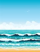 Mar con olas y playas de arena sobre un cielo azul — Foto de Stock