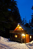 Cabin in Woods at Dusk — Stock Photo