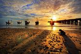 Fishing Boat Hua-Hin beach at dawn. — Stock Photo