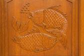 Pescado talla en la puerta del templo — Foto de Stock