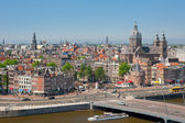 Busy city life of Amsterdam — Stock Photo