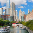 Sightseeing boat on the Chicago river — Stock Photo #14773199