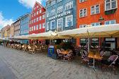 Casas con pequeños cafés en nyhavn — Foto de Stock