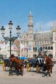Bruges'deki taksiciler ile küçük yük arabalar — Stok fotoğraf