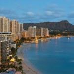 Night view on Honolulu city and Waikiki Beach — Stock Photo