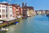 Canal grande i venedig i en solig sommardag — Stockfoto